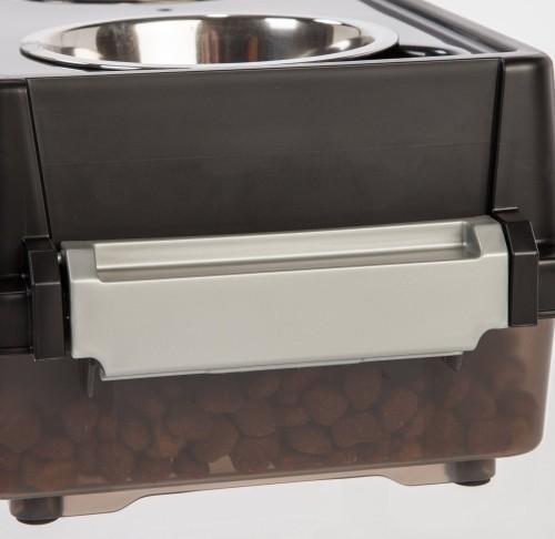 IRIS feeder latch for airtight system