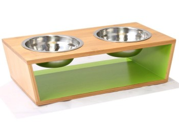 Chelsea raised pet feeder